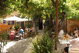 Finca Es Puixet: Cafe Parisien in Arta