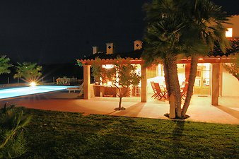 Finca Can Cremat: Pool bei Nacht